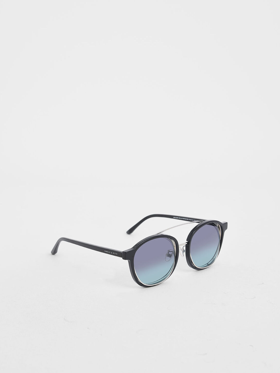 Gradient Tint Round Sunglasses, Black, hi-res