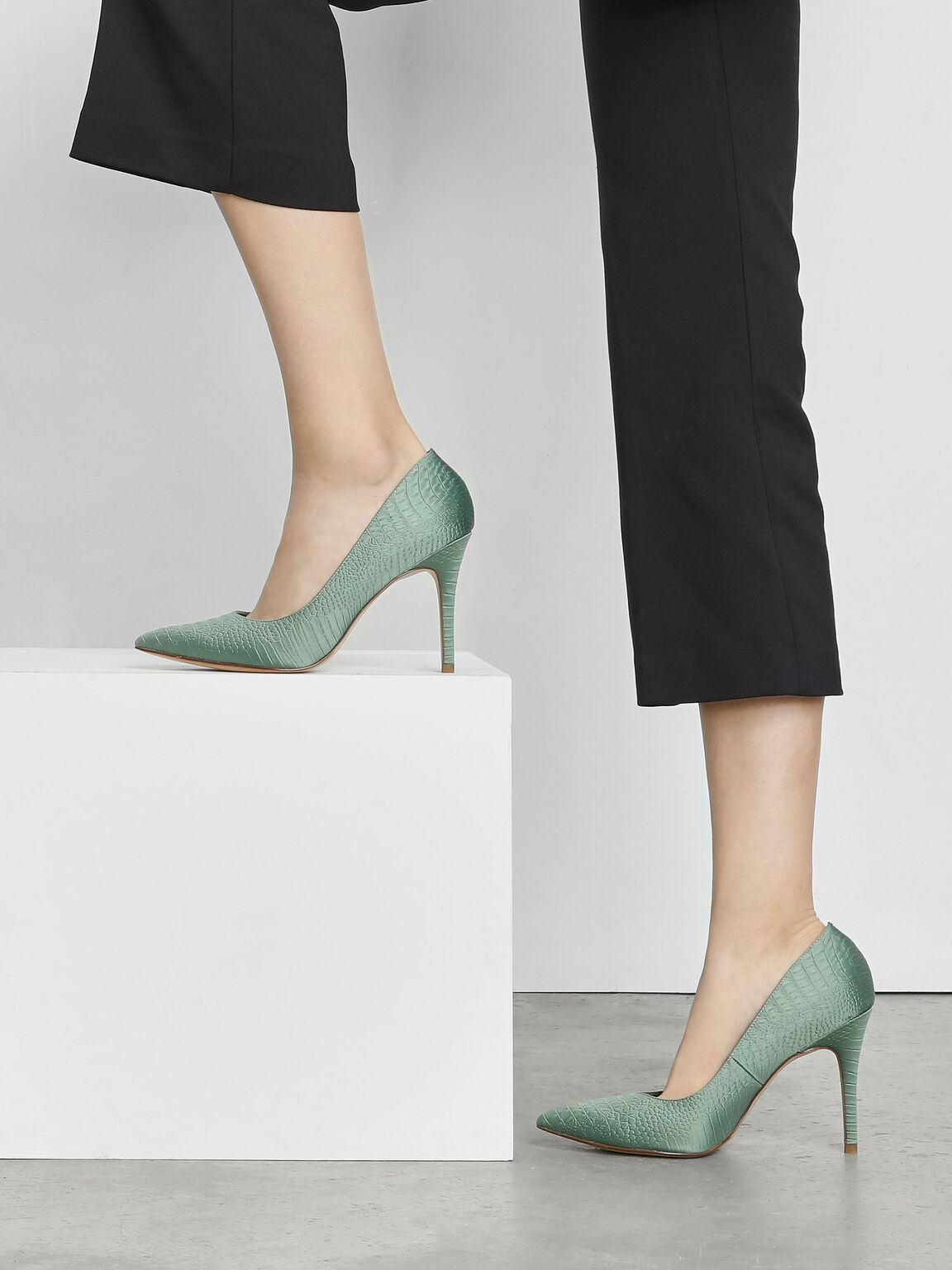 Embossed Pointed Pumps, Green, hi-res