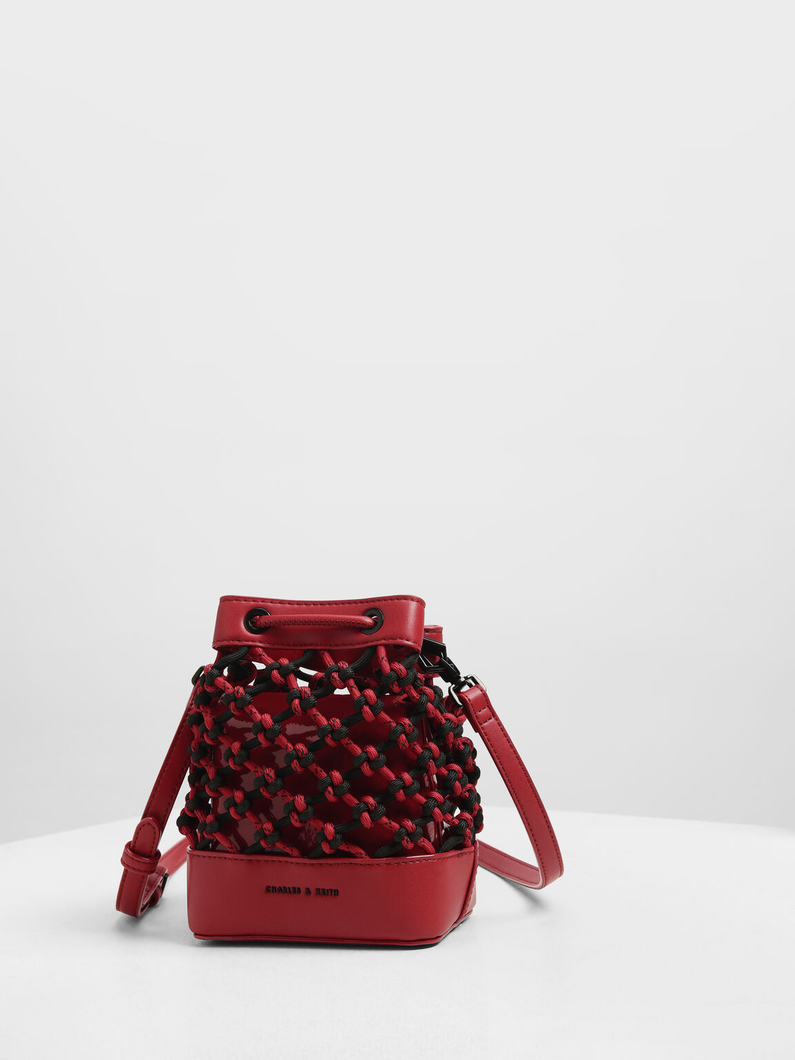 Netted Drawstring Bucket Bag, Red, hi-res