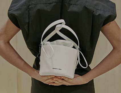 Women's double chain-link bucket bag in white – CHARLES & KEITH